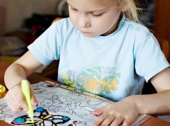 Usa pintura para cristal específica en tus manualidades